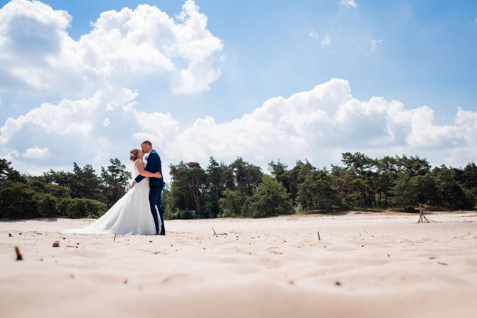 lichte en romantische trouwfoto stijl